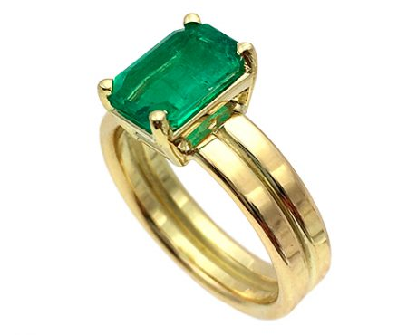 Smaragd 2.00crt op dubbele gouden ring