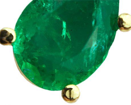 Smaragd gefaceteerd peer geslepen in oorhangers