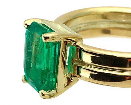 Smaragd helder groen gezet in caton op dubbele ring